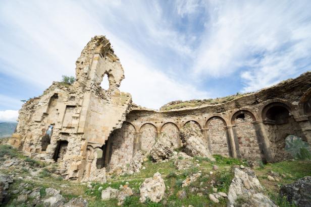 Bana Cthedral Penek Castle Ruins